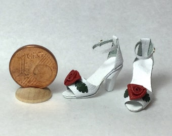 Romantic leather shoes decorated with roses, two models, 1/12 scale