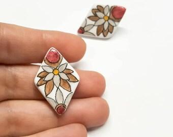 orecchini in ceramica, fiore, orecchini floreali, fiore vietrese, decorazione, stile portogallo, rosso, marrone, acciaio inox, minuteria