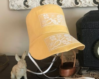 Yellow Easter bonnet