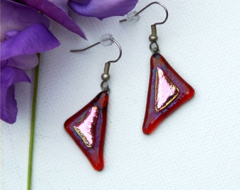 23 Triangle dangle, pink/red, dichroic fused glass earrings