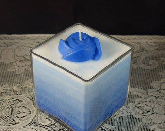 Blue-white ombré rose candle
