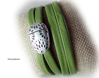 Damen Leder Armband grün silber -  Wickelarmband für sie - Geschenk Ehefrau beste Freundin Schwester Mutter Valentinstag Greenery