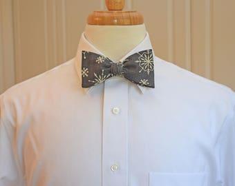 Men's Bow Tie, grey/ivory snowflakes bow tie, Christmas bow tie, holiday bow tie, winter bow tie, snow flake bow tie, charcoal/ivory bow tie