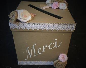 Urn has envelope for wedding