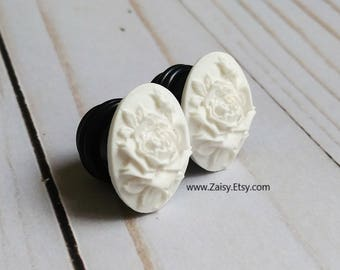 White Rose Plugs for Gauged Ears Sizes 2G, 0G, 00G, 1/2, 9/16, 5/8 Inch, 15mm, 14mm, 12mm, 10mm, 8mm, 6mm, One Pair(1)