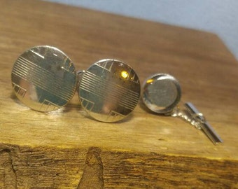 Swank Silver Disc with Geometric Design Cuff Links with bonus Tie Tack