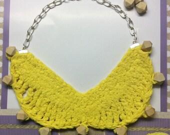 Crechet Peal necklace wood, very original