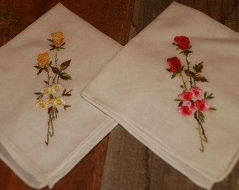 2 Vintage White Hankie Handkerchief   Embroidered  Flower Design  - Floral Vintage Hankies