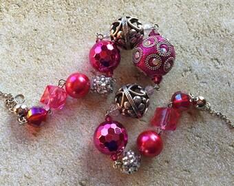 Fuschia Beaded Necklace, Beadwork Necklace, Beaded Necklace, Glass Necklace, Gift For Her, Statement Necklace