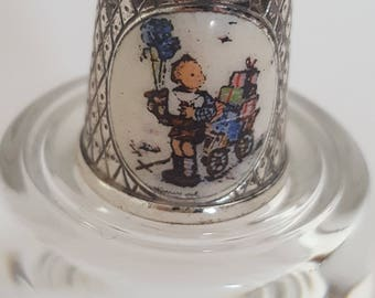 1985 Hummel Boy with Gifts Collectors Thimble
