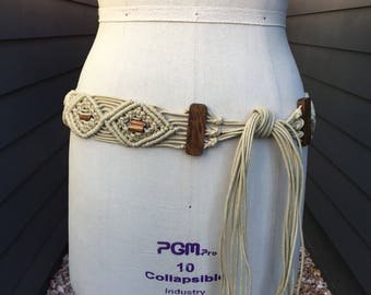 Vintage macrame belt with wooden beads // 1970s macrame // white macrame belt // macrame belt with wooden beads // vintage macrame belt