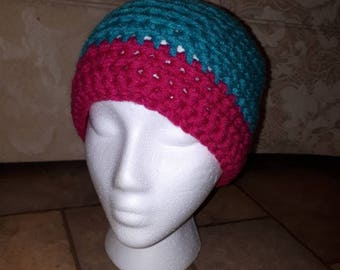Woman's messybun hat and matching mittens