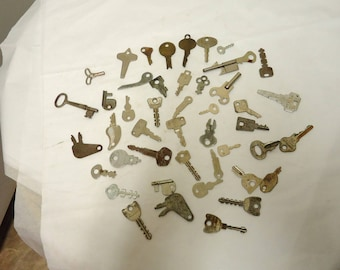vintage skeleton keys lot,antique keys bulk,junk drawer hardware,steampunk decor. 9 ounces weigh