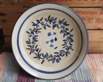 Blueberry pottery pie plate - small ceramic casserole - ceramic baker - shallow baking dish - bakeware - blueberry design - server - 1202913