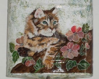 Vintage: cute cat painted on old FOUNTAIN