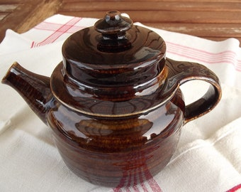 Arabia ceramic. Arabia Teapot. Arabia Mahonki. Mahonki teapot. Arabia Finland Teapot. Finnish Teapot. Vintage 1970s.
