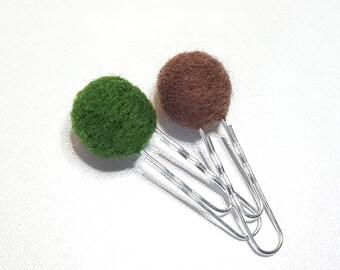 lot de 2 paperclips boules en laine cardée - vert forêt & marron