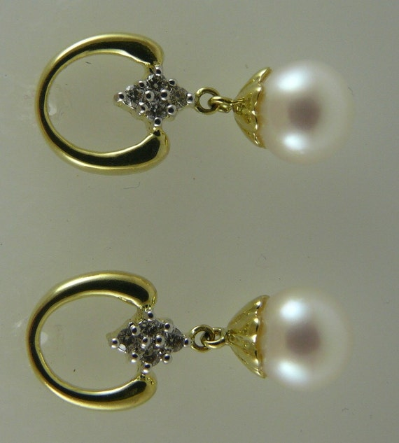 Freshwater White Pearl Earring 7.2MM 14K Yellow Gold with Diamonds 0.14ct