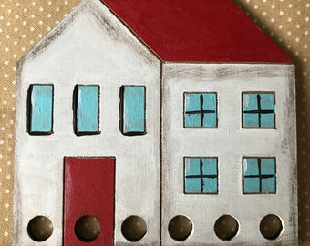 Red roof house thread keeper