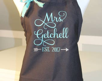 Mrs Apron in GRACE Font w/EST Date in arrow - Bridal Shower Gift - Bride Apron - Wedding Apron - Gift for the Bride - Personalized Apron