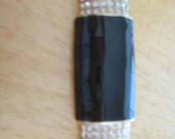 Vintage costume jewelry  / rhinestone with enamel  brooch