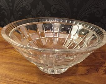 Beautifully stylish vintage glass fruit bowl 1950-60's with fabulous modernist design.
