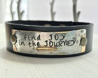 Find JOY in the JOURNEY, feather, hand stamped metal leather cuff bracelet affirmation ~ mantra ~ inspirational ~ jewelry gift idea