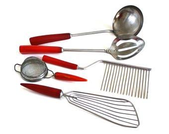 Androck Tea Strainer Bullet Handle, Red Bakelite Handle Kitchen Utensil Corona Stainless Steel Ladle, Slotted Spoon, Unmarked Cake Splitter
