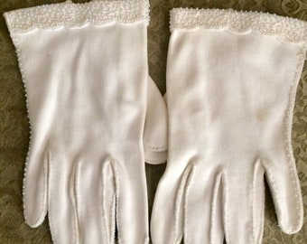 Vintage white beaded gloves/vintage day wear/Sunday gloves