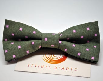 Handmade bow tie for men made up of dark green and pink cotton fabric.