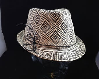 Black and White Straw Diamond Weave Fedora Size 7 1/8   01622