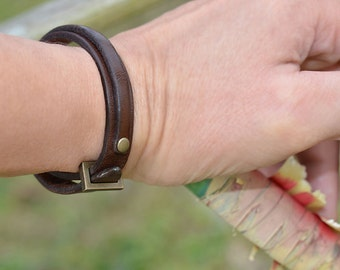 Mens leather bracelet. Brown. Men. Womens. Cuff. Wrap. Japanese jewelry. Made in Japan. Japanese clothing. Minimalist