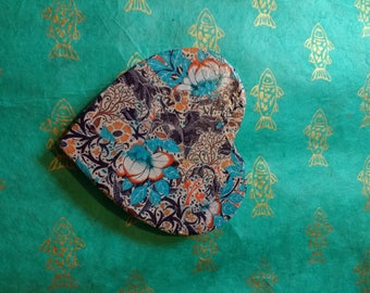 Heart with flower design and magnet