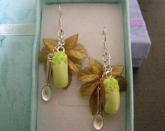 pair of dangle earrings, lightning pistachio
