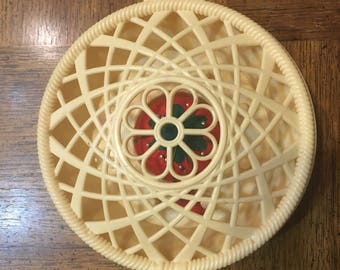 Thread box, vintage, round plastic, lattice top