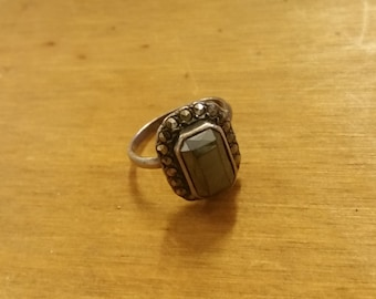 Sterling Silver 925 Hematite and Marcasite Ring - Size UK H - US/Canada 4