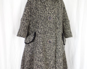 Amazing 60s CHATWORTH vintage B&W tweed swing coat with gigantic buttons and deconstructed hem/1/2 sleeves fringe edged pockets: size M