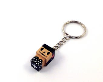 """Porte-clés Figurine cubique """"Calavera"""" couronne fleurie - peinte à la main"""