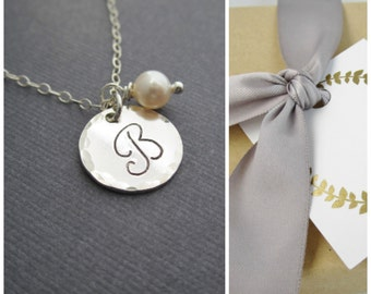 Cursive initial bridesmaid necklace, personalized silver monogram necklace with freshwater pearl necklace, bridesmaid thank you card, gift