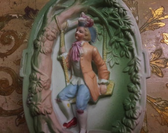 OCCUPIED JAPAN BISQUE Hand Painted Lidded Vanity Jewelry Trinket Box Victorian Colonial Man Chase Painted