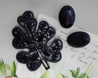 Black Japanned Oak Leaf Brooch & Clip On Earrings    NCS48
