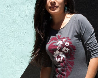 SALE - size small - Graphic tee for women, womans tops tshirts, silkscreen womens t-shirt, womens tees, gray 3/4 sleeve tshirt paisley lotus