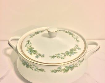 Creative Manor -  Garlands of Glory Casserole Dish #9169 - Fine China of Japan