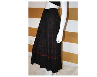 """SALE (20% off) Vintage Skirt // High Waist // Pleated // Midi // Checkerboard // Kilt // A Line // Wool // Red and Black // W 26"""""""