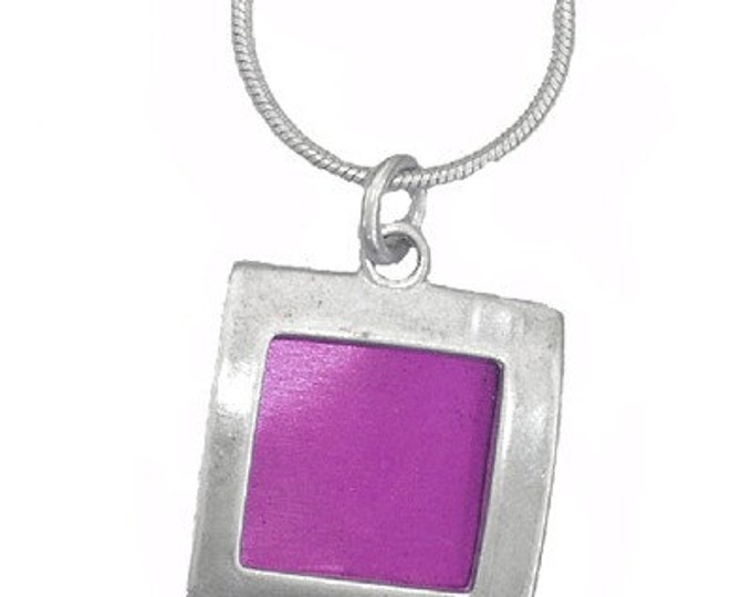 small square recycled aluminum/silver pendant in fuchsia