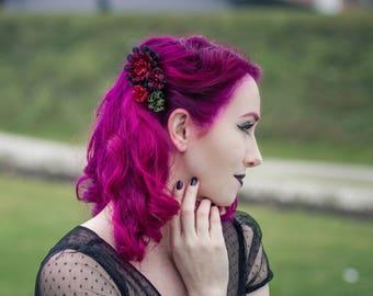 Black and red kanzashi haircomb