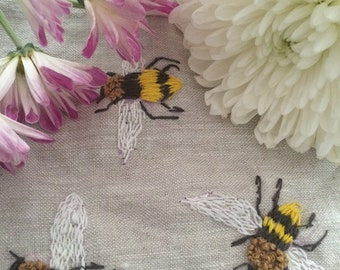 Buzzing bee HandEmbroidered Bees zipper pouch, Embroidered Bees coin purse,  eco -friendly Bee cosmetic bag, Handembroidered   travel pouch,