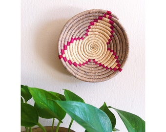 Vintage Coil Basket / Native American Coil Bowl / Hand Howen Tribal Coil Wall Basket / Tribal Decor / Vintage Wall Hanging / Wall Basket