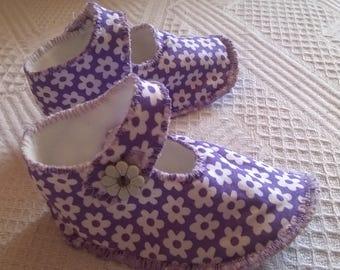 booties newborn purple flowers fabric