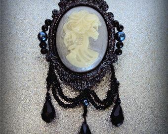 Glittering Glow-in-the-Dark Victorian Framed Skeleton Lady Brooch (Black)